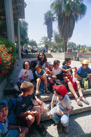 Tel Aviver Schulkinder auf Ausflug